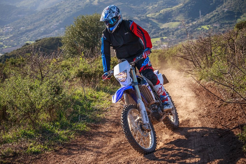 Should I wear a neck brace? We look at the pros and cons